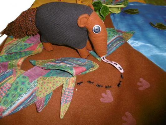 histoire-cousue-grenouille-grande-bouche-tamanoir