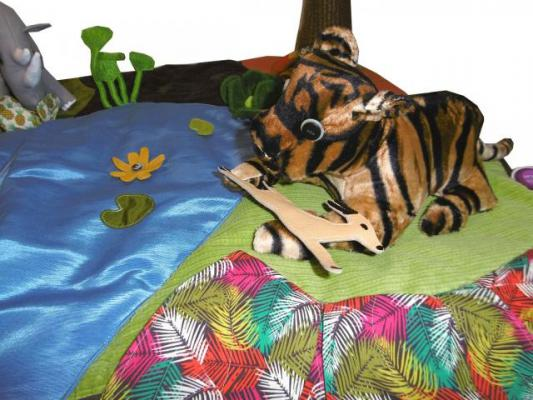 histoire-cousue-grenouille-grande-bouche-tigre